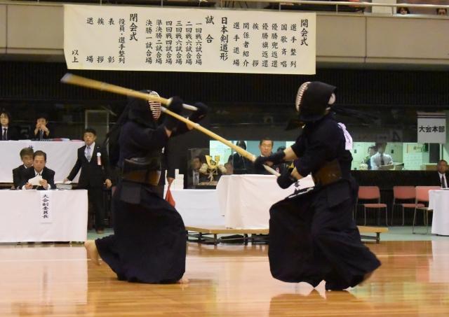 松﨑はひきメンを先取すると、中澤も取り返しに行くが、その手元が上がるところにコテを決め